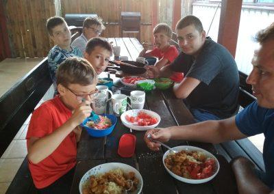 Mazury po całym dniu wreszcie wspólny ciepły posiłek
