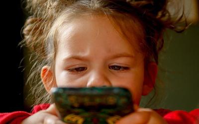 3 rady, aby Twoje dziecko nie uzależniło się od telefonu